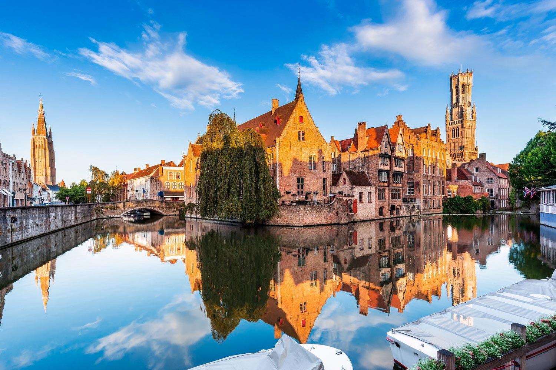 Viajar de Bruselas a Brujas por libre, ¿tren, autobús o coche?